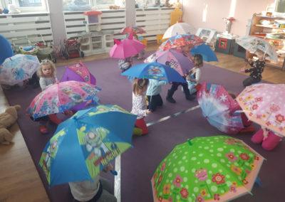 Parasolki – deszczowe zabawy ruchowe :)